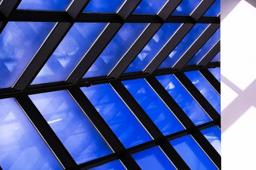ガラス張りの天井