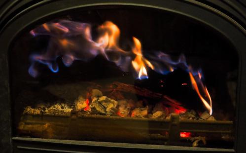 青色のオーロラの様な炎